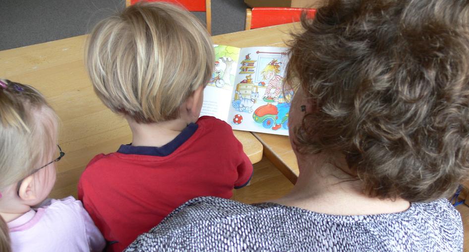 2. Vorlesen im Kindergarten x